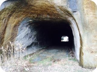 ドキドキした子供時代の思い出の場所 『洞門』1